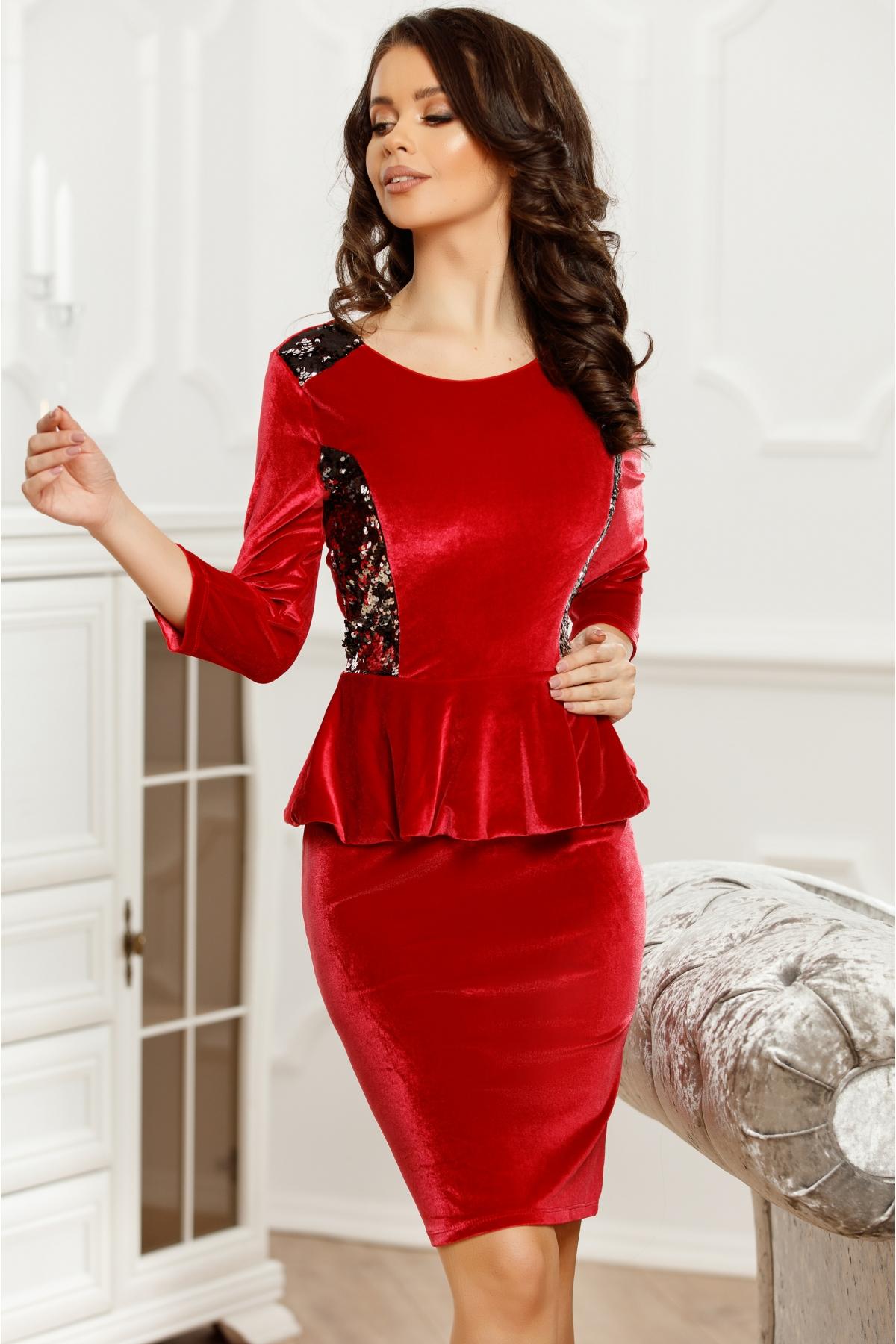 rochii-rosii-scurte-de-catifea