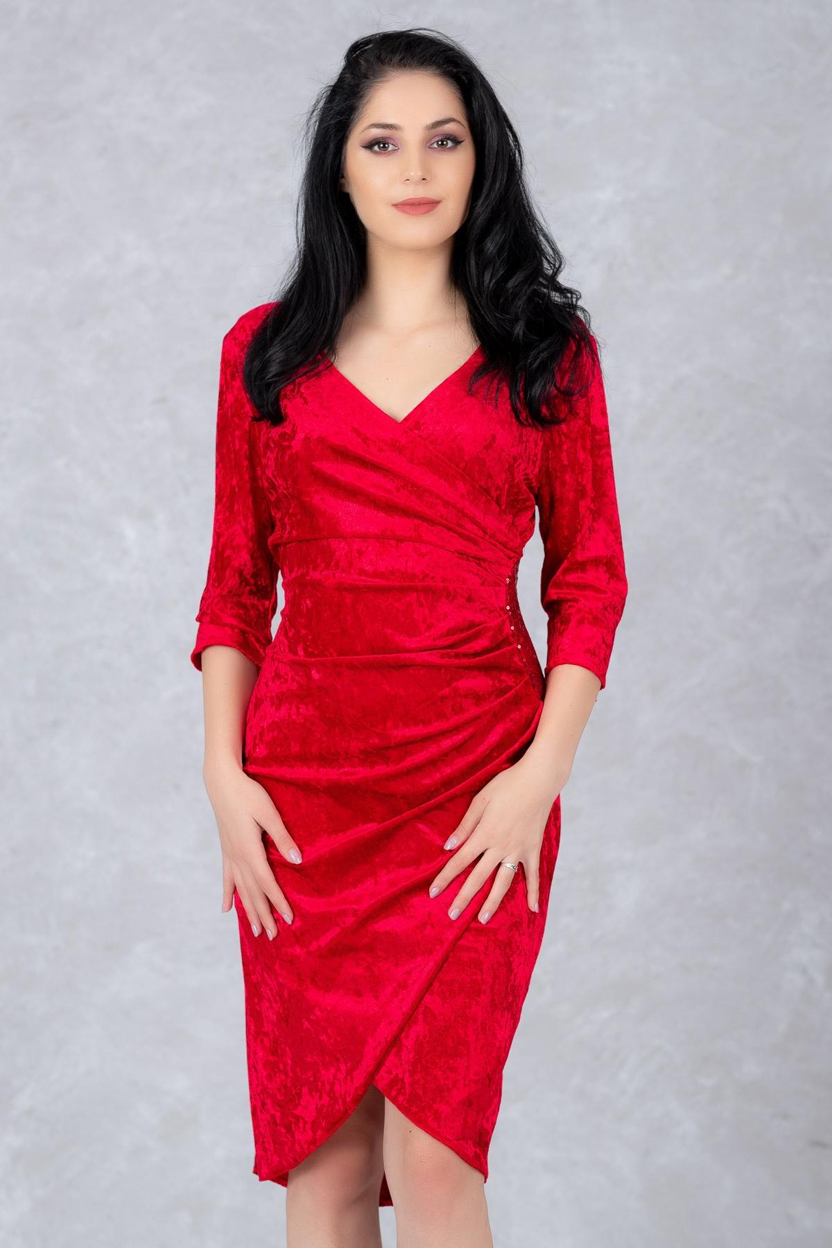 rochii-rosii-scurte-mulate-de-catifea